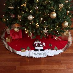 Decorated Christmas tree skirt, great idea for a family activity