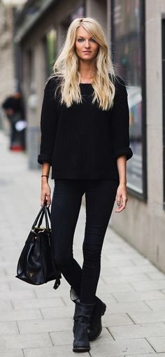 outfit idea || oversized black sweater, black skinnies, back ankle boots, black bag