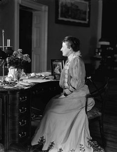 First Lady Edith Kermit Carew Roosevelt, wife of Theodore, circa 1890-1910. Via Brady-Handy Collection, Library of Congress.