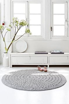 round grey crochet carpet, nice!