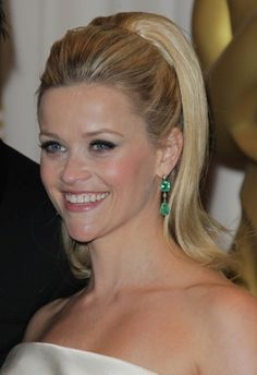 Reese Witherspoons retro-glam hairstyle