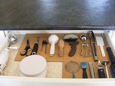 kitchen utensils, kitchen organization, organized kitchen, complet guid, organizing tips, cork tile, cork boards, kitchen drawers, kitchen tools