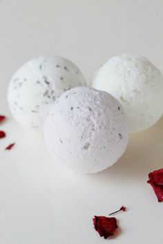 Look out world! My life has officially changed: Top 10 Relaxing Aromatic DIY Bath Bombs
