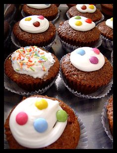 chocolate cupcakes: *i baked this*