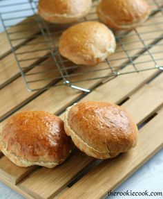 {Quick & Easy} Homemade Whole Wheat Hamburger Buns