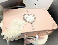 This weeks DIY pick is: This gorgeous painted Suitcase created bySwea Hantverk! Isn't it lovely?!! She used the Sweetest Heart Frame,for he...