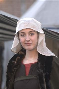 simple veil over barbette and fillet, on a bliaut and fur-trimmed cloak