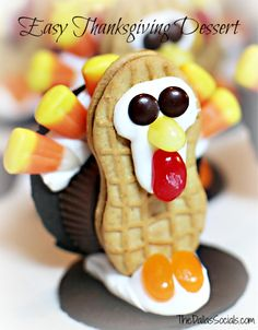 Thanksgiving Dessert: Mini Turkeys for the kids table www.thedallassocials.com