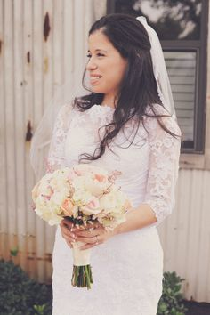 #heavenlydayevents #junebugphotography #heritagehouse #wedding #bride #dress #gown #lace #bouquet