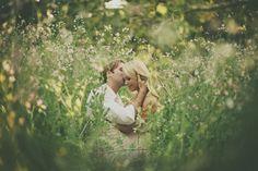 field, romanc, romantic pics, engagement pictures, engagement photos