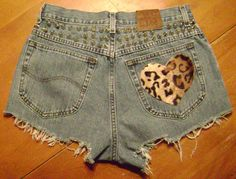 Levi cut-off shorts with leopard heart