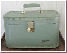 little vintage suitcase!!