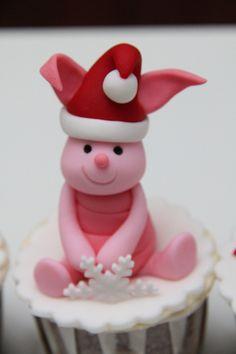 OMG, how cute is this!?!? Piglet and Eeyore disney + christmas cupcakes.