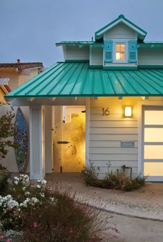 OMG ! A turquoise roof!