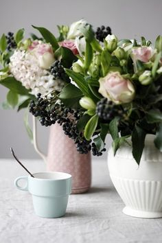 berri, bouquet, centerpiec, soft pink, pale pink, fresh flowers, pastel colors, cup of coffee, pink peonies
