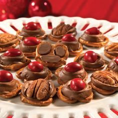 pretzel, christmas recipes, candi, cooki, reindeer paw, nose, holiday foods, dessert, treat