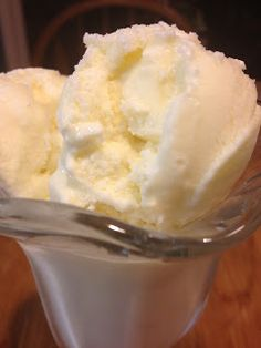 This vanilla ice cream is out of this world!!!  3 Small Town Chefs: Vanilla Ice Cream - Homemade Custard