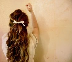 topped up with a bow. wavy hair, long hair, ribbon, wave, wedding hairs, hairstyl, hair bows, hair looks, curly hair