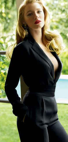 #Blake lively looks amazing in this jump suit  Jumpsuits #2dayslook #Jumpsuits style #Jumpsuitsfashion  www.2dayslook.com