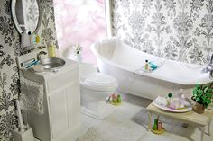 Spring Bathroom by carriembecker, via Flickr   1:6 scale