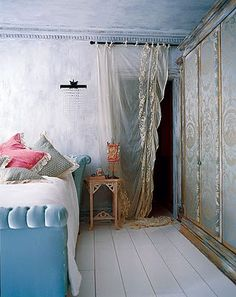 The Diversion Project: Bohemienne Twist.....Love the curtain as a door
