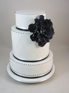 Classic Black and White. #Tanaon #wedding #cake #black and white wedding