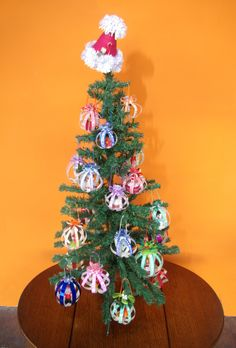 Quilled baubles on the tree