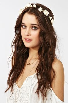 Going to any outdoor events this summer? Try some loose waves and maybe even a fun faux flower crown for a bohemian look!