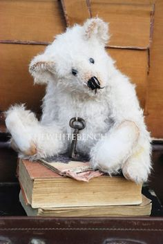 White Teddy Bear #teddy, #teddies, #bears, #toys, #pinsland, https://apps.facebook.com/yangutu