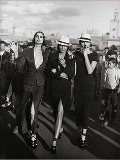 Vogue FR - Marrakesh - Helena Christensen, Kristen Mc Menamy, Petra Lindblad - 1990