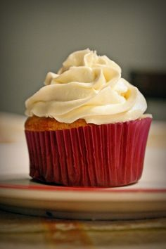 "Yellow Cupcakes with ""Buttercream"" Icing  #vegan #cupcakes #dessert"