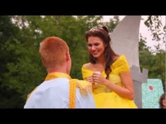 When he couldn't propose to his girlfriend in Disney, he brought Disney to her! So precious!!