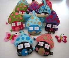 ♥♥♥ Mais casinhas encantadas com novas cores... by sweetfelt \ ideias em feltro, via Flickr