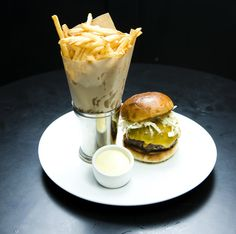Recipe: The Comme Ça Burger | Photo: Kevin Scanlon for The New York Times