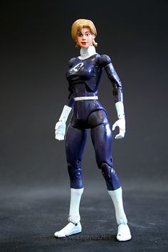 Marvel Legends Fantastic Four Box Gift Set Invisible Woman // Pinned by: Marvelicious Toys - The Marvel Universe Toy & Collectibles Podcast [ m a r v e l i c i o u s t o y s . c o m ] toy stori, legend aveng, marvel legend, legend toybiz