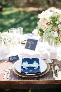 Bow tie place setting