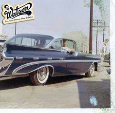 A nice aged snapshot of the Larry Watson Photo Collection is this low angle photo of an unidentified 1959 Pontiac. The car has been painted in one of Larry's trademark outline paint jobs in candy medium blue over a pale peal blue. The nice subtile outlines makes this huge cal look a lot slimmer.