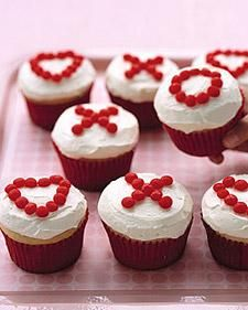 Valentine's Day Cupcakes // X's and O's Cupcakes