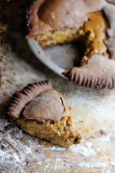 Gingerbread eggnog pumpkin pie | To veganize!! #Vegan #pumpkin #pie #recipe