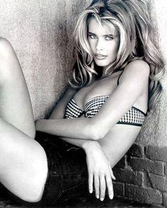 Claudia Schiffer...  www.fashion.net