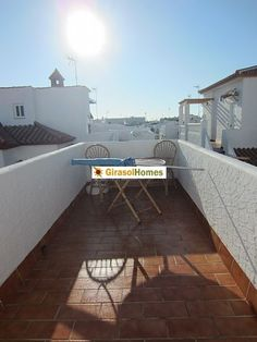 3 bed villa with sep