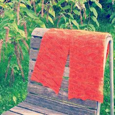 Free Knitting Pattern: Wellengang Short Row Scarf