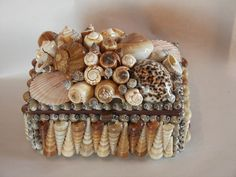 Gorgeous shell box! I love it