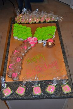 Coconut Tree and Hanging Monkey Pull a part Cup Cake Cake