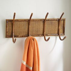 Rattan-Bamboo Hanging Rack for a naturally warm and casual look