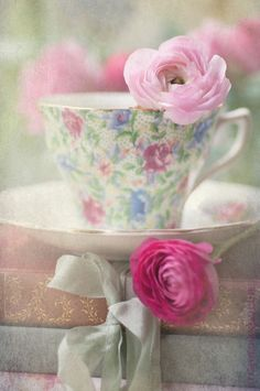 Pretty cups & flowers
