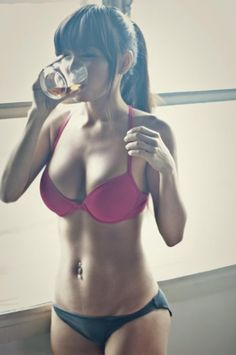 I think she has a fab body, not too skinny & great curves! Now this is one hell of an motivational picture!