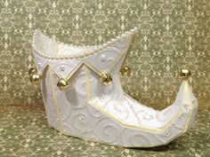 From SANTA'S HELPFUL ELVES SVG KIT, Tracey's Elf Shoe made in all whites and creams with a touch of gold is beautiful!