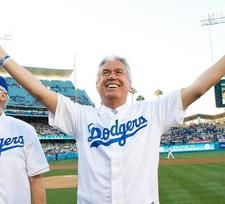 Pres. Uchtdorf throws first pitch at Dodgers' Mormon Night
