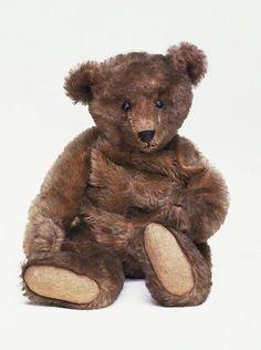 Teddy bear by Margarete Steiff, V circa 1906.